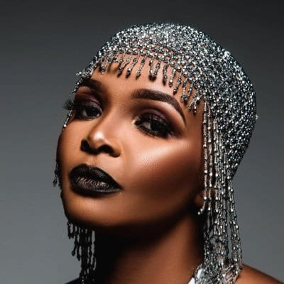 Simphiwe Dana calls out men, saying they are gold diggers