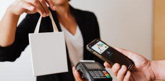 FNB has launchhed Apple Pay. Photo by Karolina Grabowska from Pexels